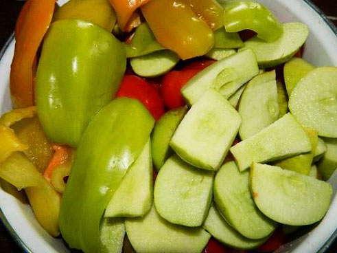 готовим яблоки и перец