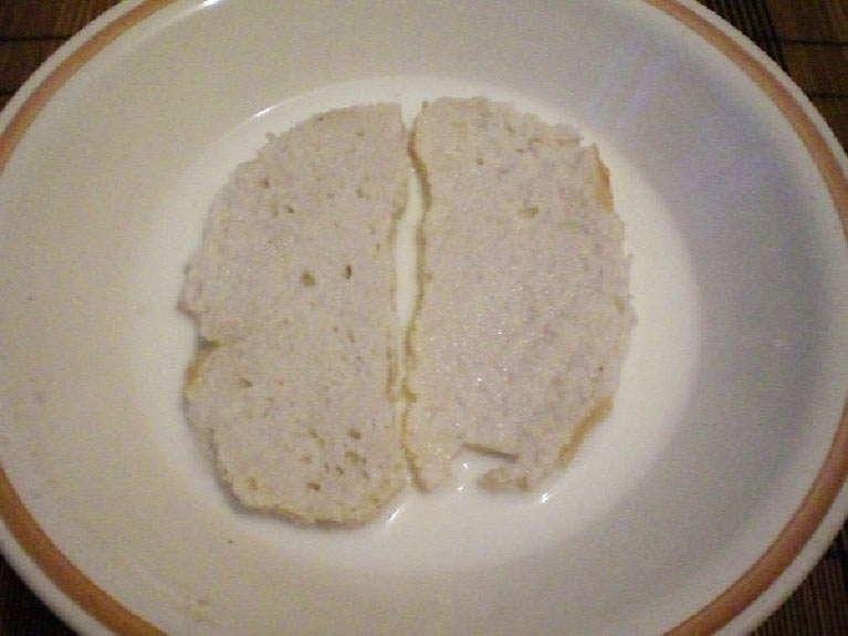 замочить в молоке хлеб
