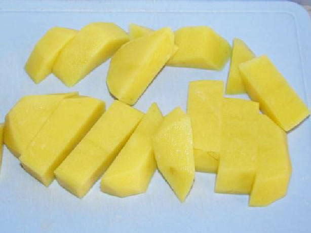 нарезать крупно картофель