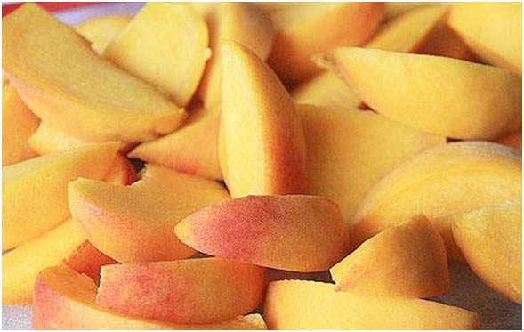 помыть и нарезать плоды
