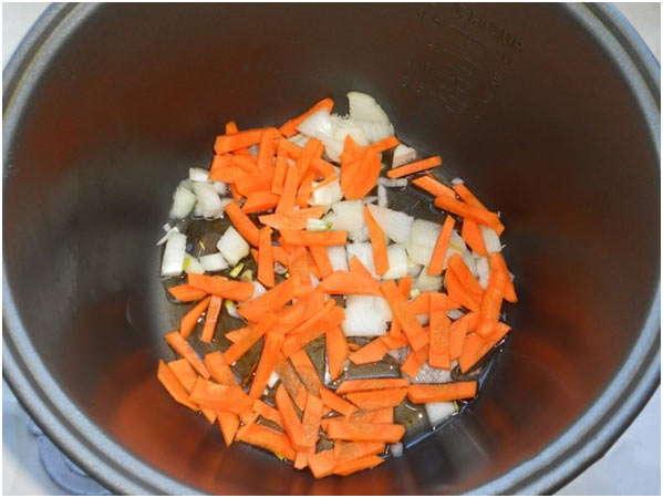 поджарить лук и морковь