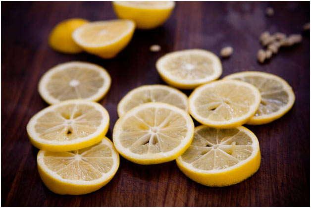 нарезать лимон кольцами
