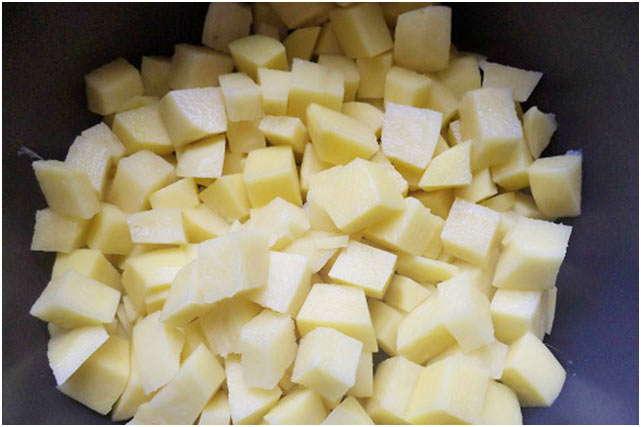почистить и порезать картофель