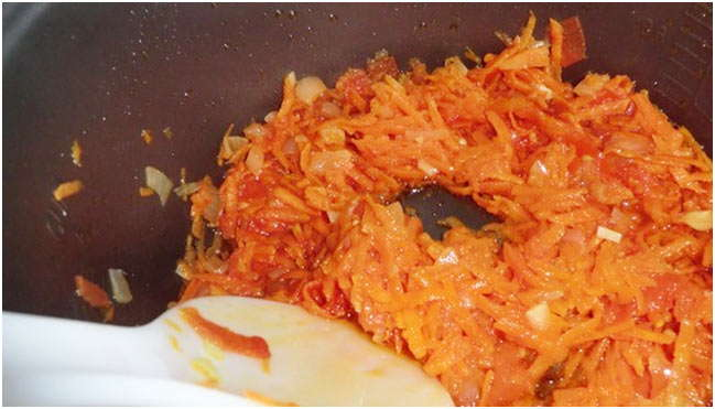 мелко нарезать морковь