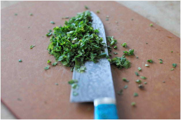 нарезать зелень