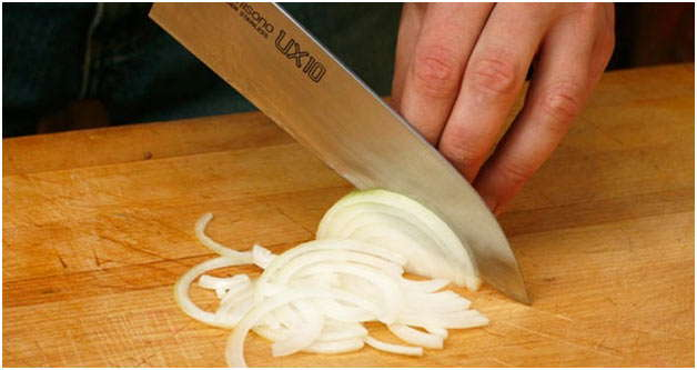 очистить и нарезать лук