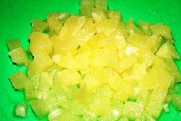 порезать ананас кубиками