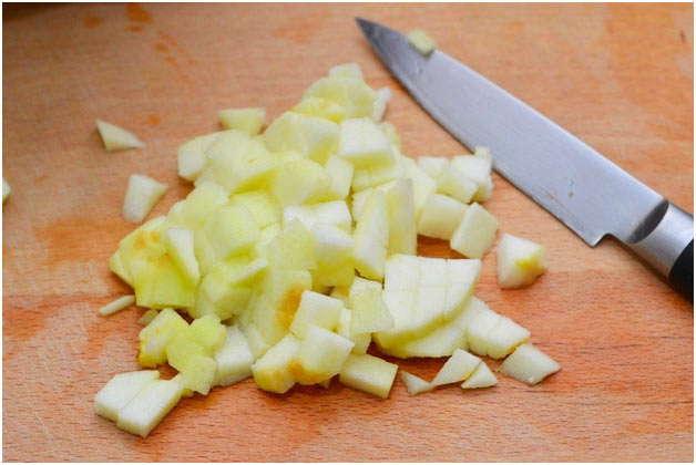 порезать фрукт