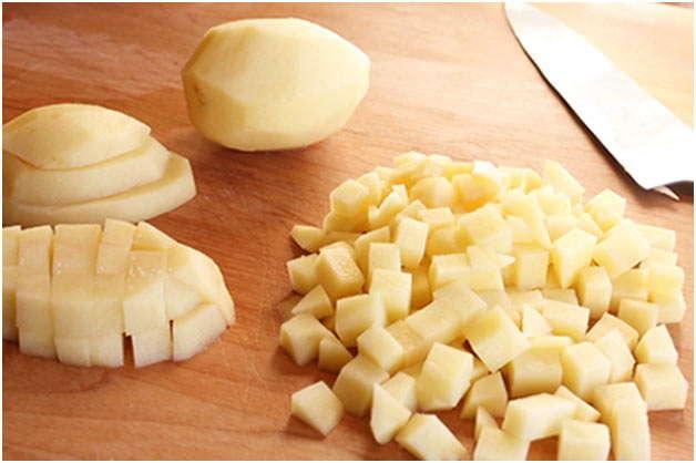 очистить и порезать картошку