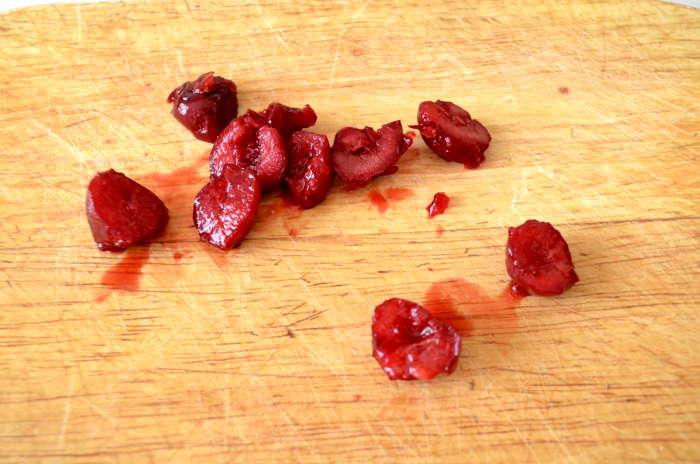 разрезать ягоды