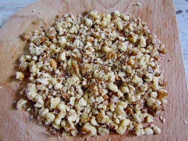растолочь орехи