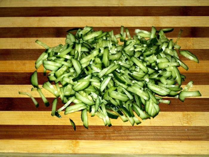 нарезать овощ