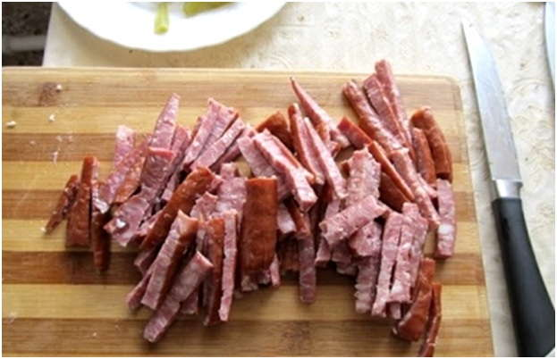 нарезать колбаски