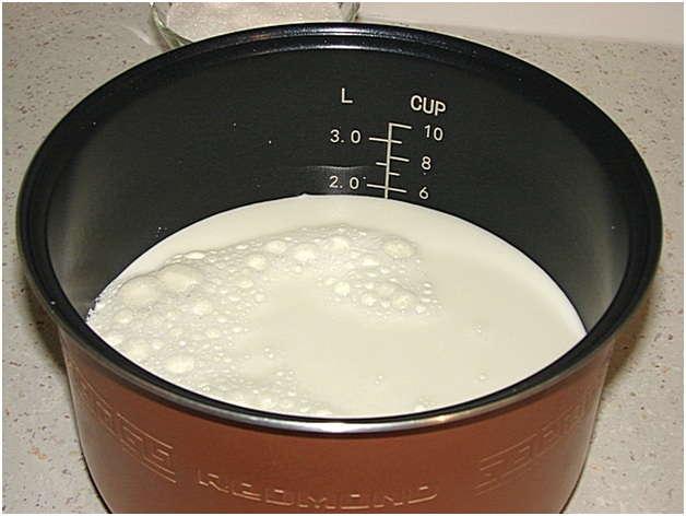 налить молоко