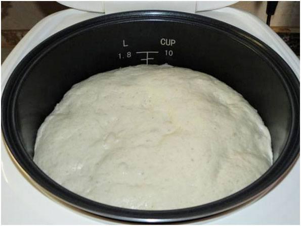 поместить тесто в мультичашу