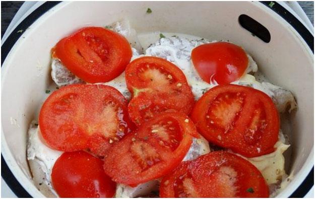 нарезать помидорки